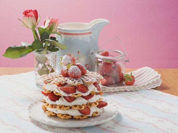 Waffeln mit Erdbeeren und Sahne