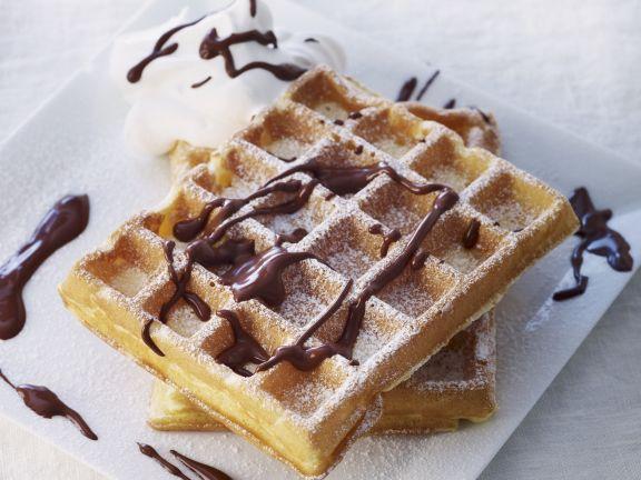 Waffeln mit Schokoladensoße