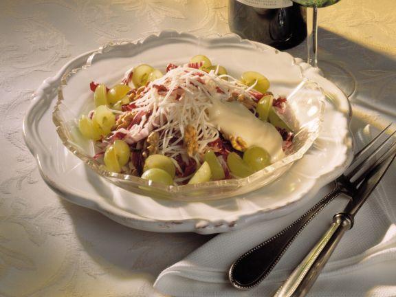 Waldorfsalat mit Weintrauben und Radicchio