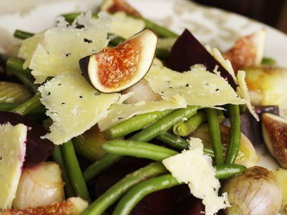 Warmer Rote Bete Salat mit Bohnen, Schalotten und Feige