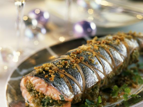 Weihnachtlicher Lachs mit Mandeln gefüllt