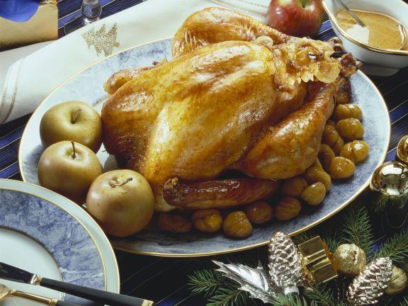 Weihnachtlicher Putenbraten mit Maroni und Äpfeln