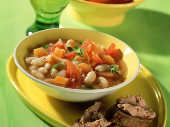 Weiße Bohnensuppe mit Leberwurst-Crostini