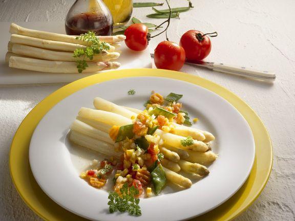 Weißer Spargel mit Gemüsesauce