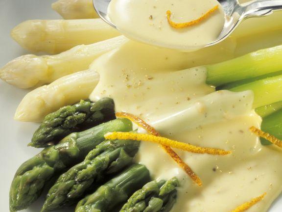 Weißer und grüner Spargel mit Sauce Maltaise