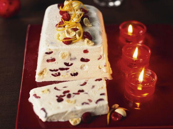 Weißes-Schokoladenparfait mit Cranberrys