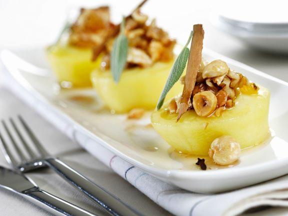 Weißwein-Äpfel mit Nüssen