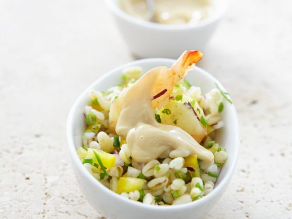 Weizensalat mit Shrimps und Knoblauchsauce