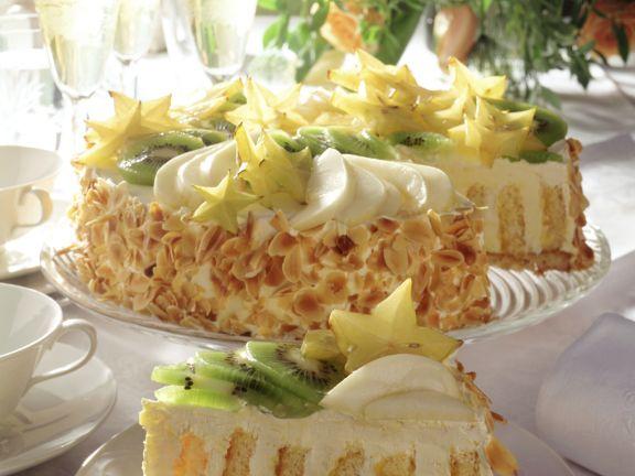 Wickeltorte mit Buttercreme und Früchten