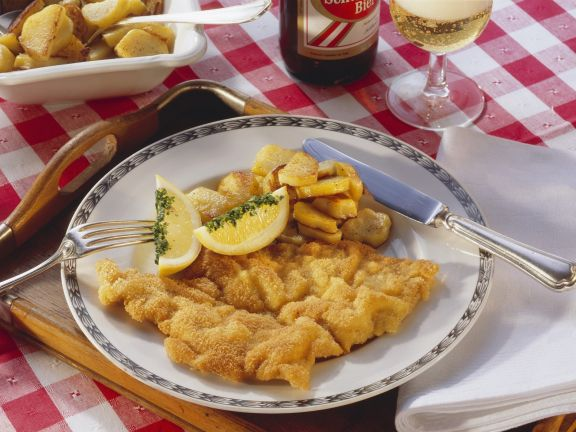 wiener schnitzel mit bratkartoffeln rezept eat smarter. Black Bedroom Furniture Sets. Home Design Ideas
