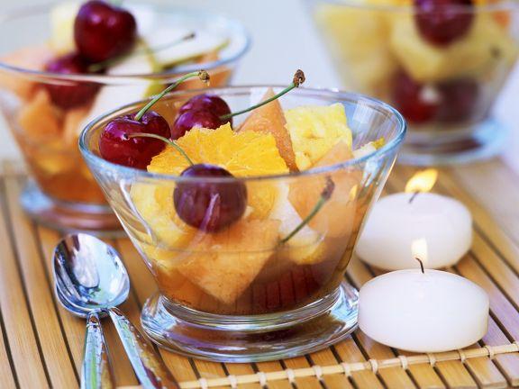 Winterlicher Obstsalat mit Kirschen