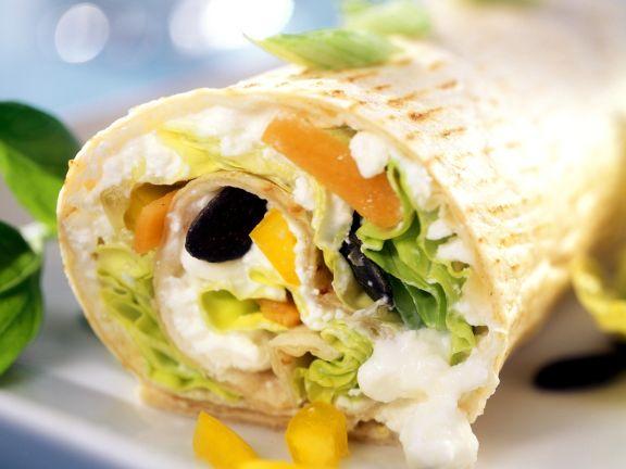 Wrap mit Gemüse, Hüttenkäse und Kürbiskernen