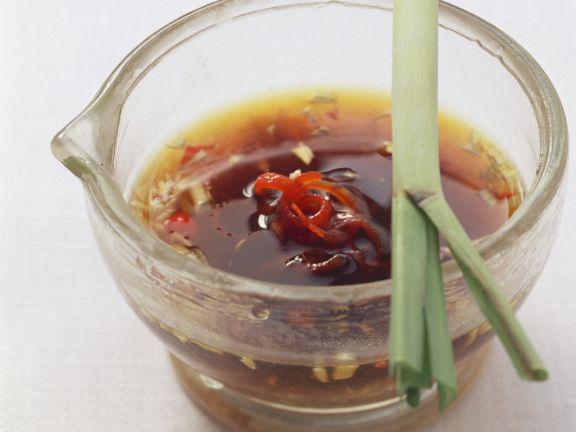 Würzige Grillsoße (Sojasoße, Honig, Sesamöl und Ingwer)