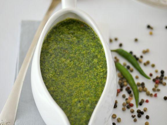 Würzige grüne Soße aus Rucola, Koriander und Petersilie
