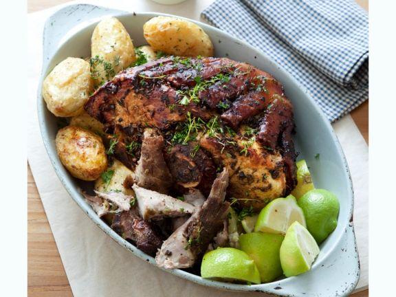Würzige Schweineschulter mit Kartoffeln