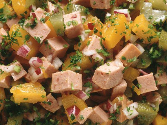 Wurstsalat mit eingelegtem Kürbis