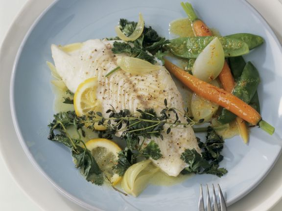 Zander mit gemischtem Gemüse und Safranbutter