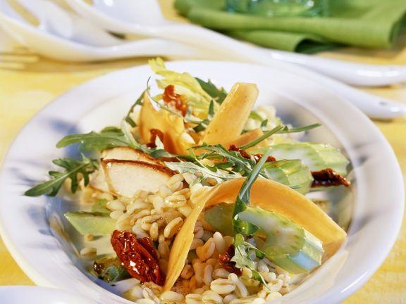 Zartweizensalat mit Gemüse und Putenstreifen