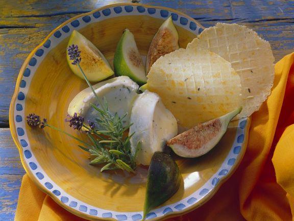 Ziegenfrischkäse mit Rosmarin, Feigen und Crackern