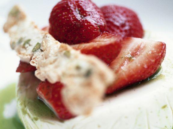 Ziegenkäse mit Erdbeere auf Kiwispiegel