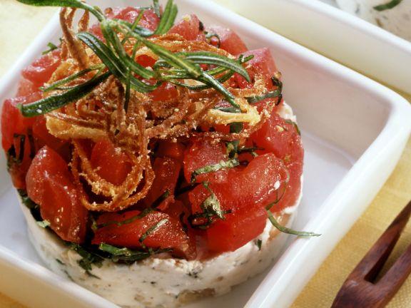 Ziegenkäse-Tomaten-Türmchen mit Röstzwiebeln