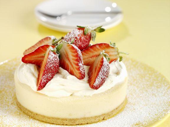 Zitronen-Käsekuchen mit Erdbeeren
