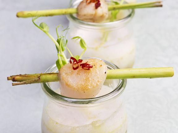 Zitronengrassuppe mit Jakobsmuscheln