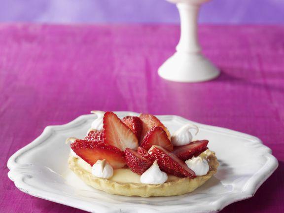 Zitronenpudding-Törtchen mit Erdbeeren
