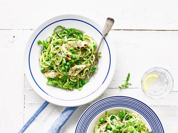 Zucchini-Erbsen-Salat mit Artischocken und Pistazien-Pesto