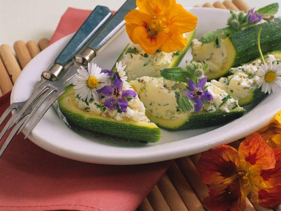 Zucchini gefüllt mit Ziegenfrischkäse