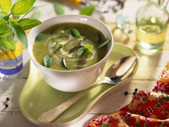 Zucchini-Joghurtsuppe