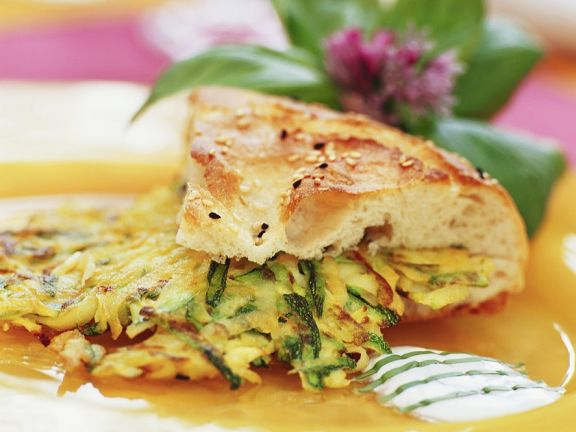 Zucchini-Kartoffelpuffer mit Brot