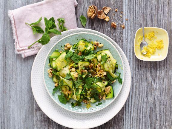 Zucchini-Kräuter-Salat mit Walnüssen