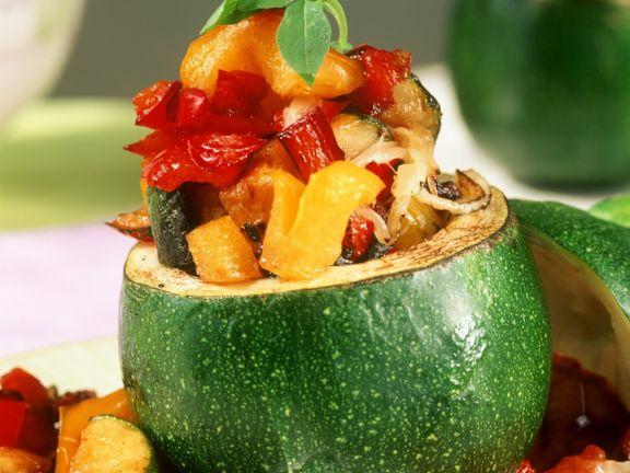 Zucchini mit Gemüsefüllung