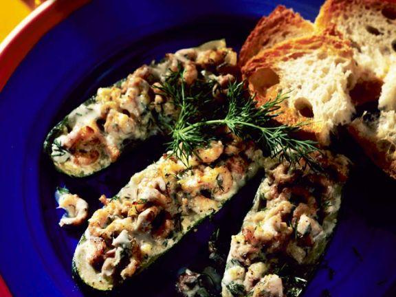 Zucchini mit Krabbenfüllung