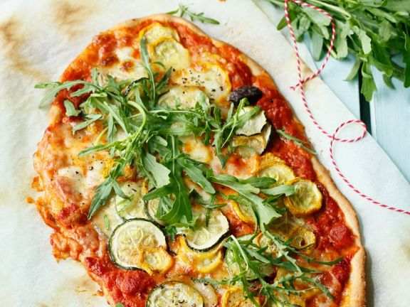 Zucchini-Pizza mit Oliven