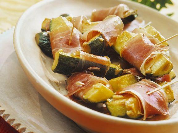Zucchini-Schinkenspießchen