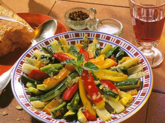 Zucchini und Paprika in Marinade