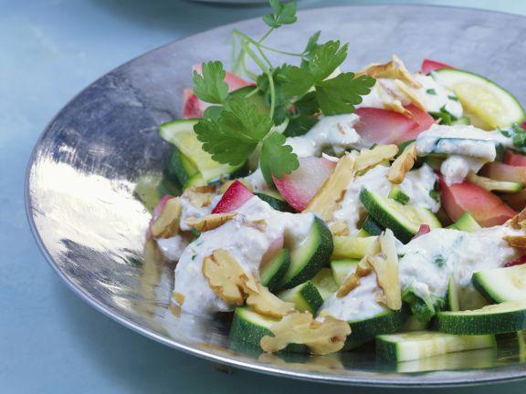 Zucchinirohkost mit Walnusssoße