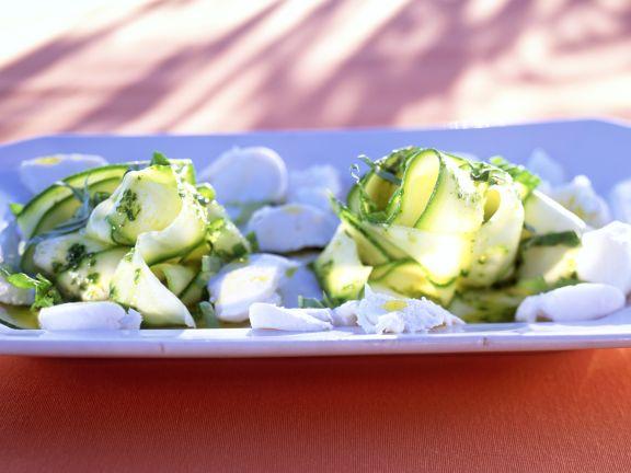 Zucchinisalat mit Mozzarella