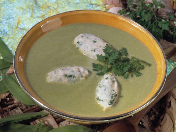 Zuckerschoten-Suppe mit Grieß-Kerbel-Klößchen