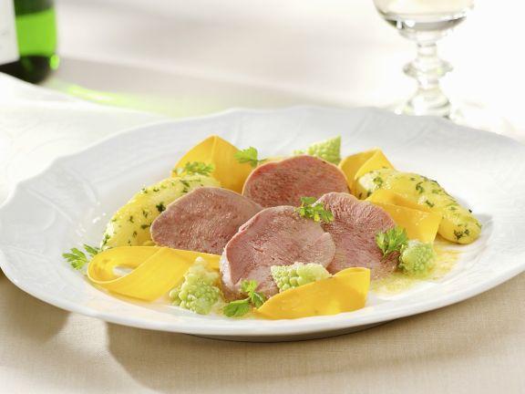 Zunge mit Gemüse und Kartoffeln