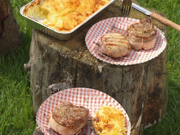 Zweierlei Fleisch vom Grill mit Kartoffelgratin