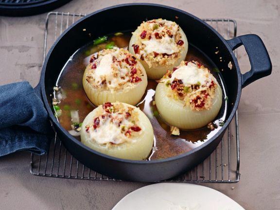 Zwiebeln mit Couscousfüllung