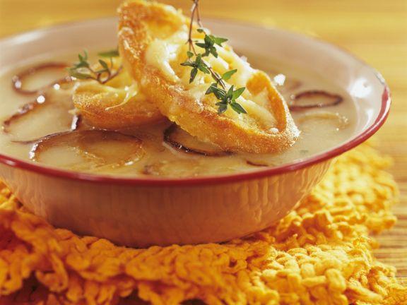 Zwiebelsuppe auf französische Art