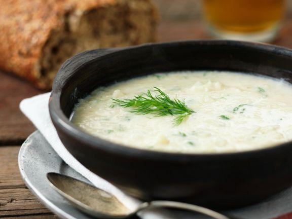 Zwiebelsuppe mit Dill