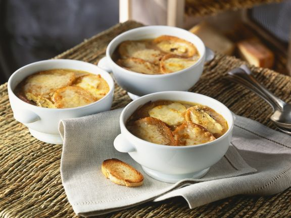 Zwiebelsuppe mit Käsebaguette