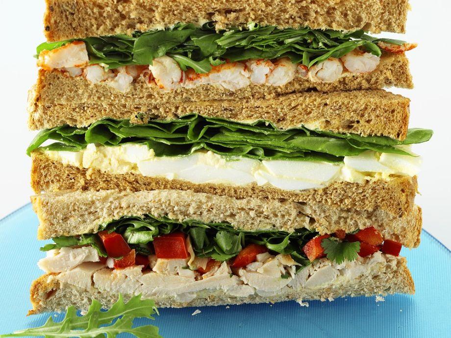 drei-sandwiches-gestapelt-289657.jpg