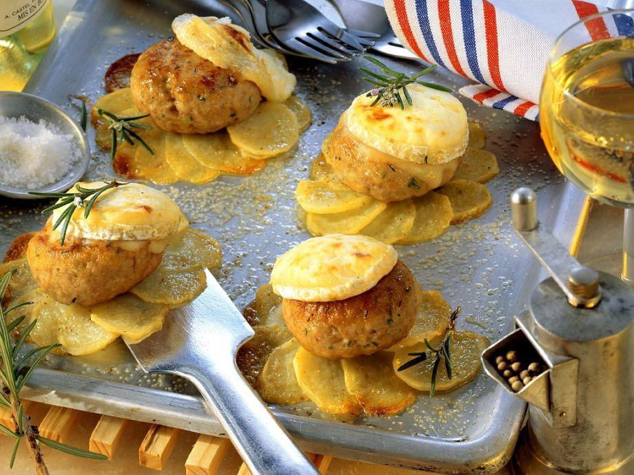 Frikadellen mit Kartoffeln aus dem Ofen