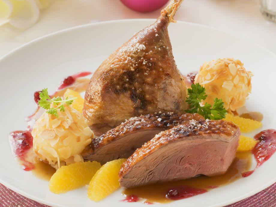 roast christmas duck with orange sauce and dumplings - Christmas Duck